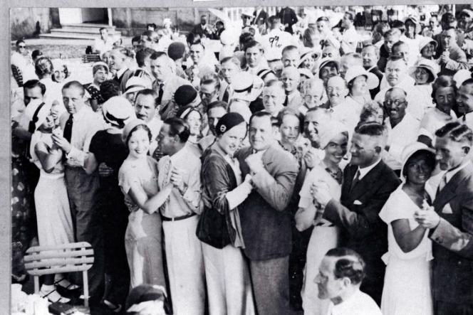 Dancing at five o'clock tea in the Strandhalle in Westerland, 1932
