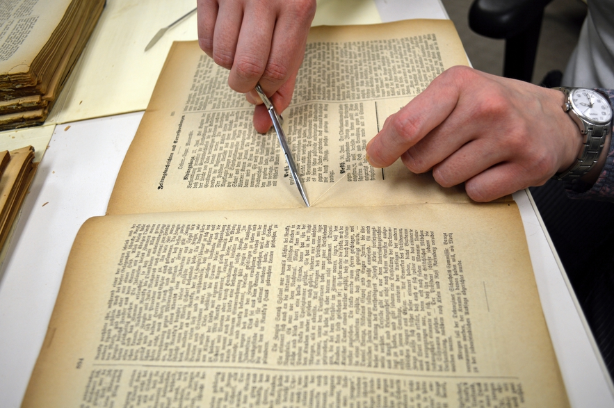Cutting the Bindings of A Periodical for Digitization